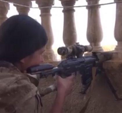 SDF-sniper strijdt bij Tall Madiq tegen door Turkije gesteunde rebellen